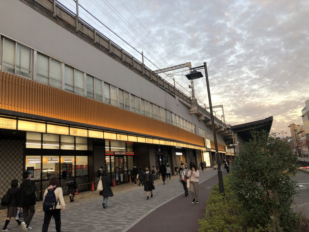 京都JR駅前
